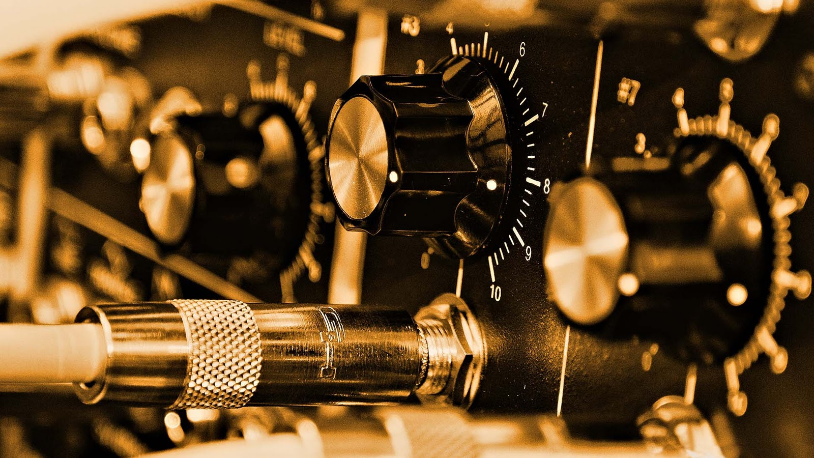 Amplifier Controls Music Desktop